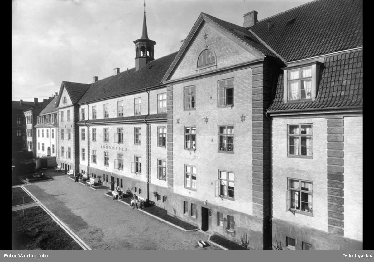 Krystallpalasset i kvartalet Oskar Braatens gate, Presidentgata (2 - 8), Rosenlundgata.
