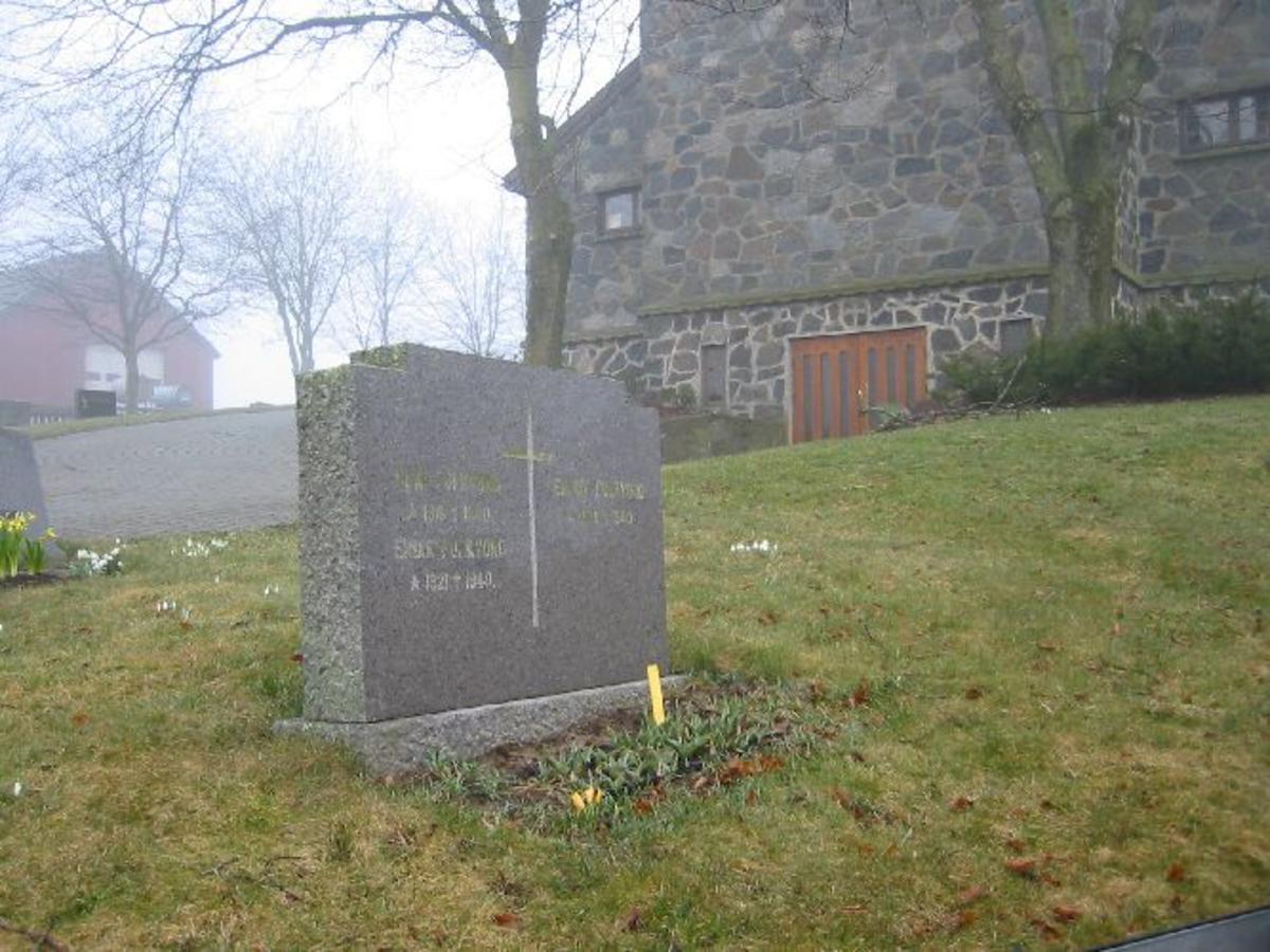 Vanlig gravsten bredde 110, h 0,8 d 017.
