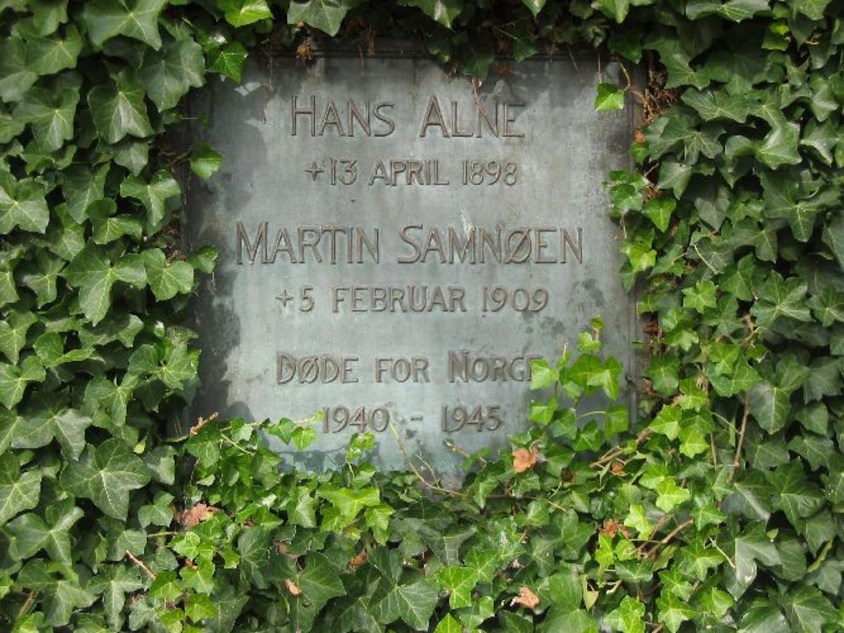 Kjøreanvisning: Minneplaten er satt opp på kontorbygget til skipsverkjet Mjellhem & Karlsen på Marineholmen i Bergen. Adressen er Thormølensgate.