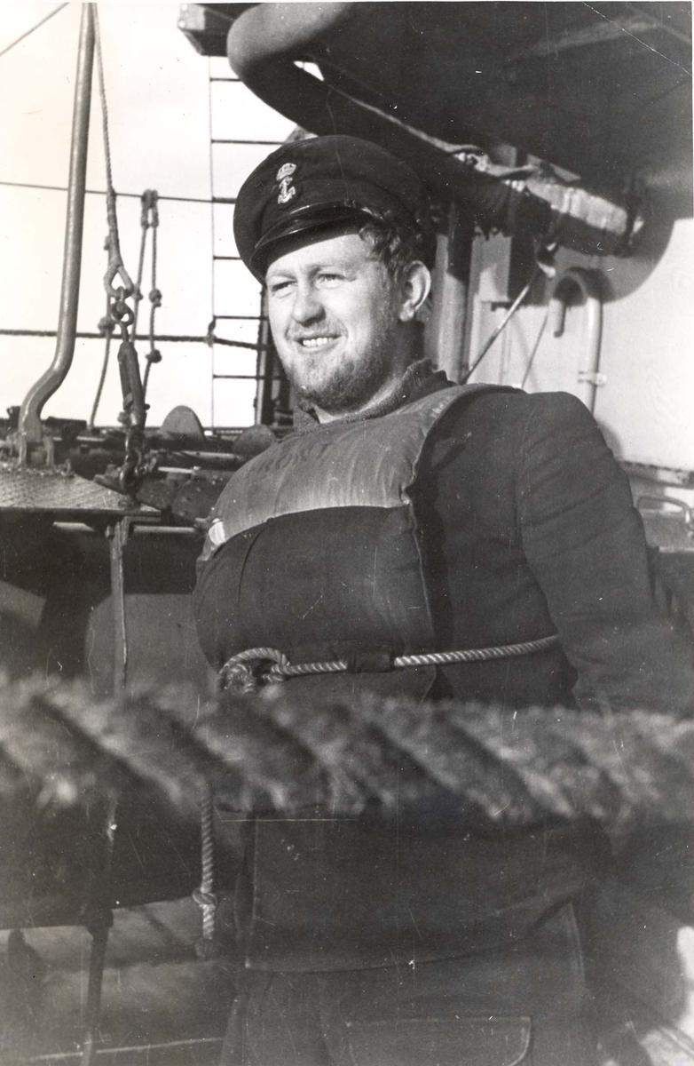 Enkeltbilde. Jageren Stord i konvoy til Murmansk. Kvartermester Sjuve torpedo- og synkeminemann, minør