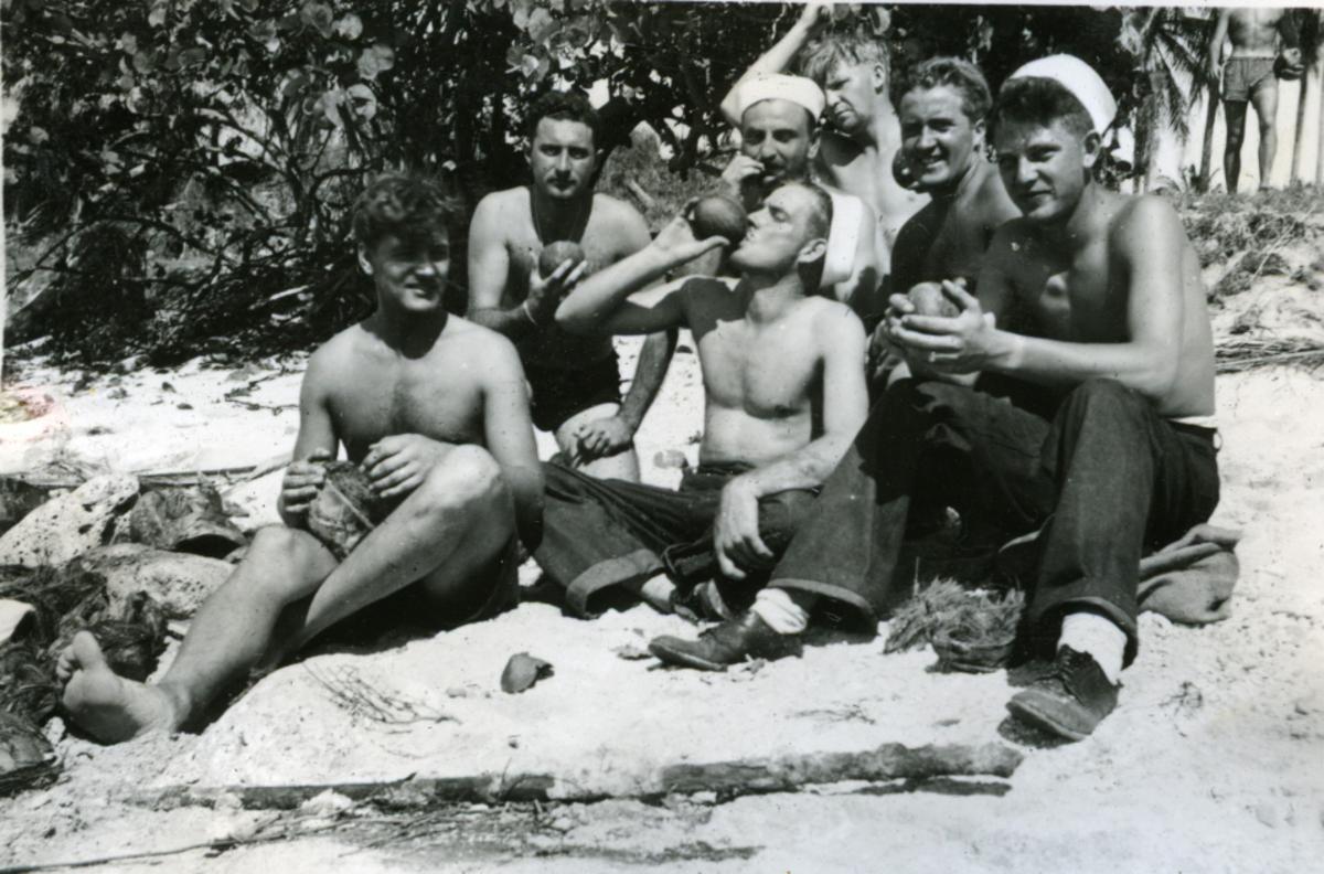 Album Ubåtjager King Haakon VII 1942-1946 Forskjellige bilder. Swan Island.