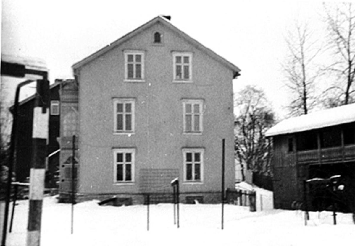 EKSTERIØR HOLSETGATA 21, BAKHUS MED SVALGANG, VINTER