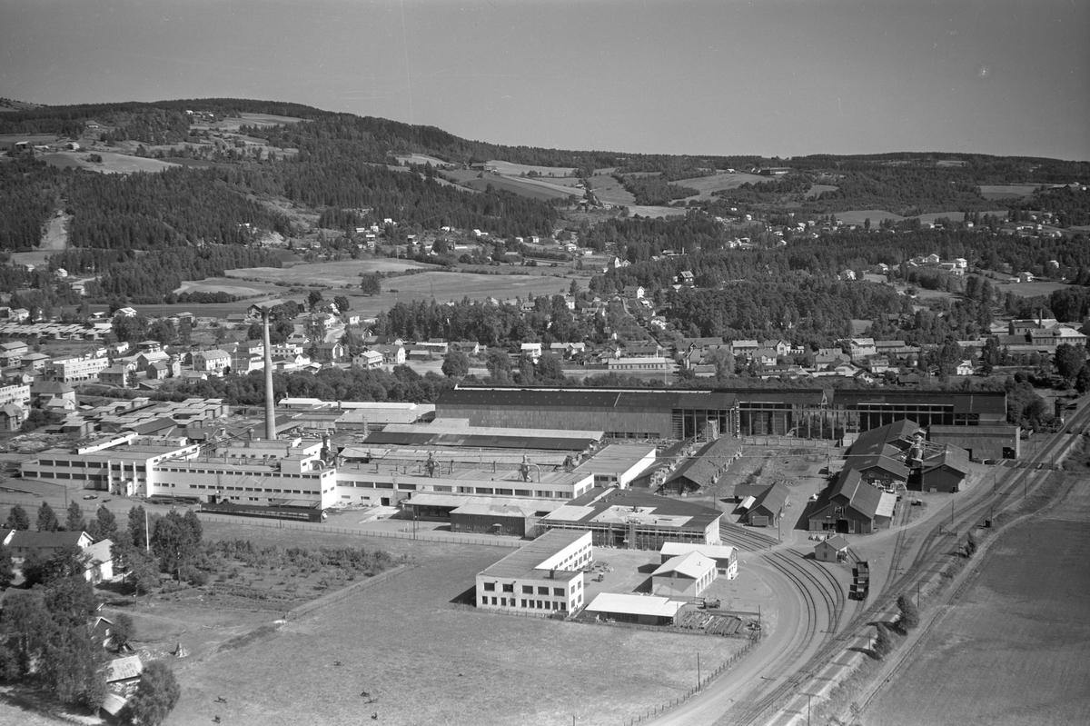 Flyfoto av Berger Langmoen fabrikk, Langmosaga, Brumundal.