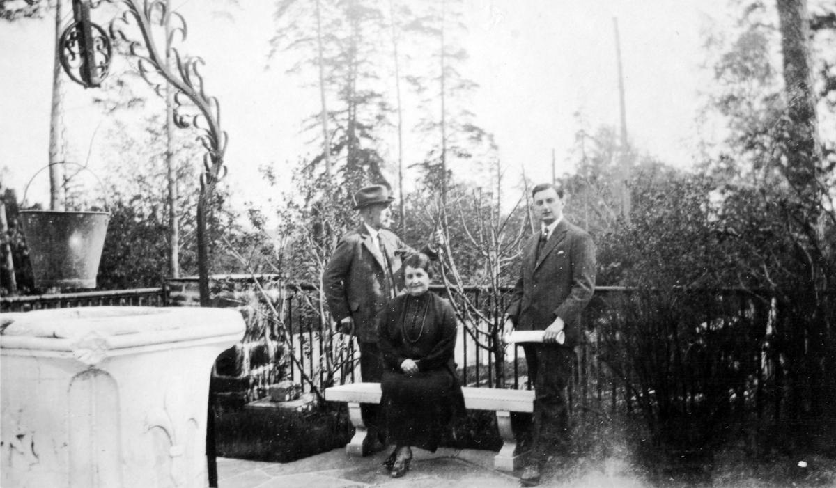 Wilhelm A. Thams, hans kone Eugenie og deres yngste sønn, Wilhelm August.