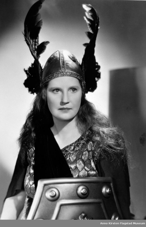 Rollebilde. Kirsten Flagstad som Brünnhilde i Valkyrien Brünnhilde in Die Walküre in the movie Big Broadcast 1938, produced by Paramount Pictures, Hollywood 1937.