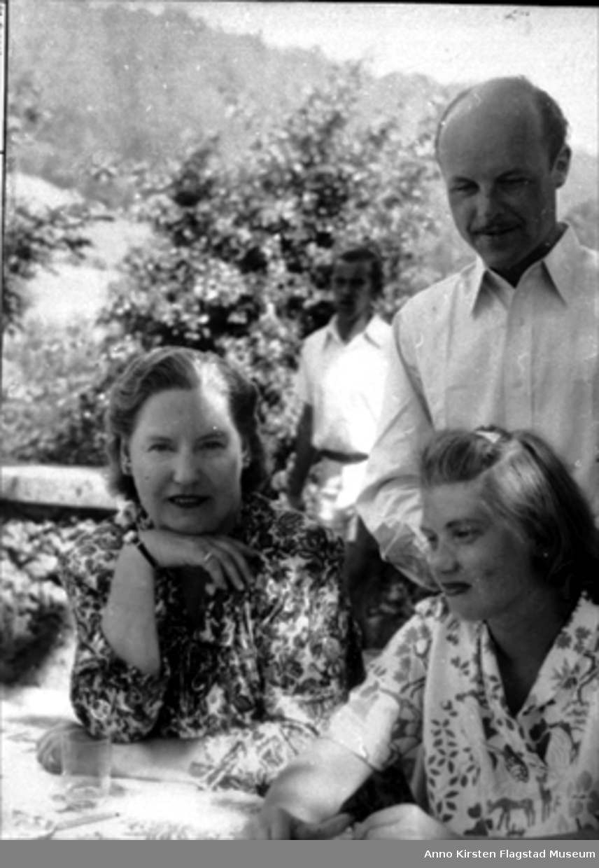 Festspillene i Salzburg 1949. Fra venstre: Kirsten Flagstad, Marie Windingstad, Rolf Windingstad. Salzburger Festspiele 1949.  From left: Kirsten Flagstad, Marie Windingstad, Rolf Windingstad.