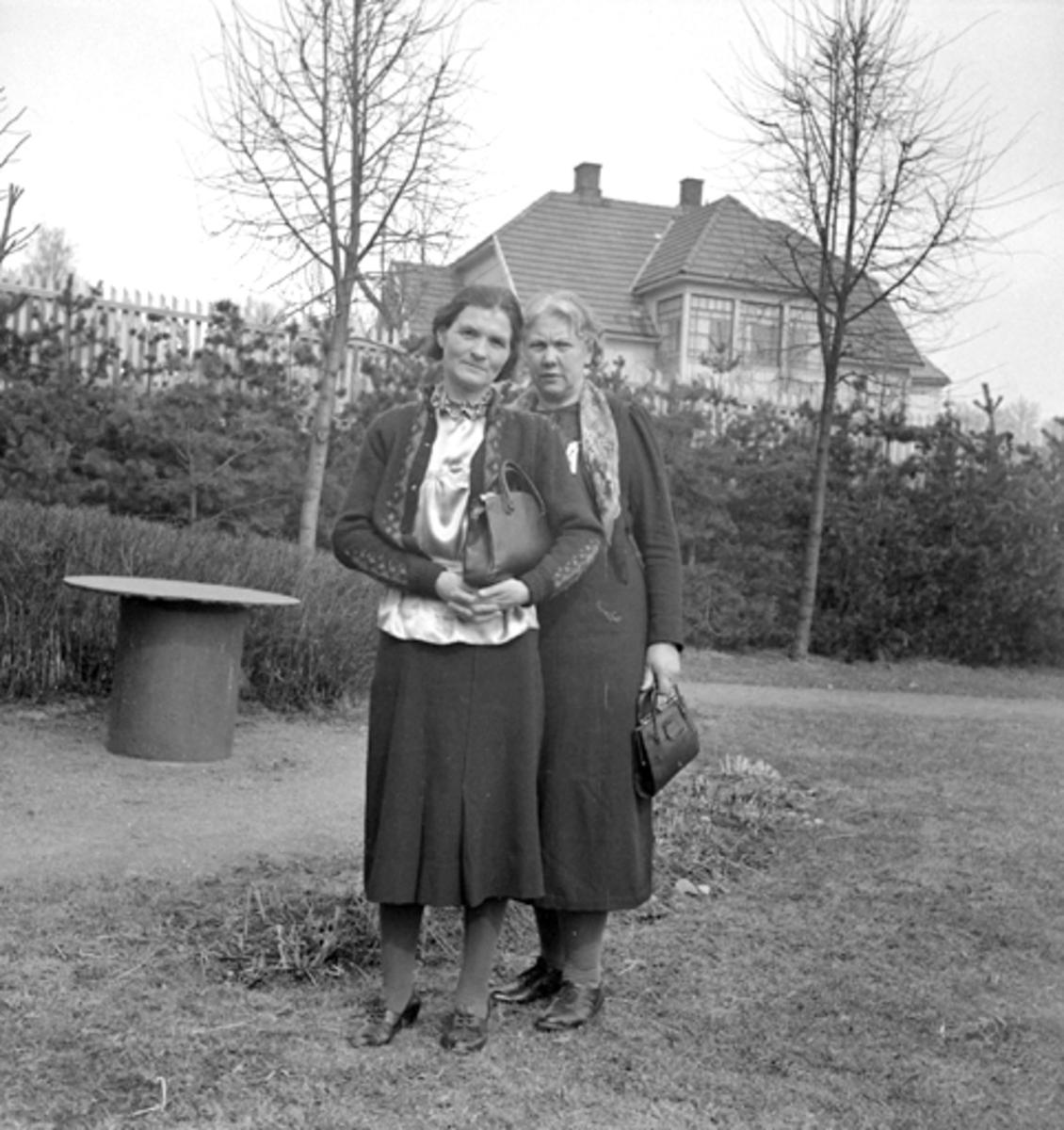 JORDMØDREFORBUNDET, ÅRSMØTE, HAMAR, TO UKJENTE, 1939.