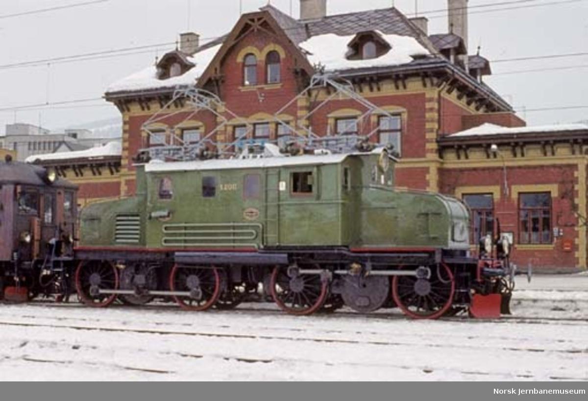 Lokomotiv : elektrisk lokomotiv type El 1 nr. 2011