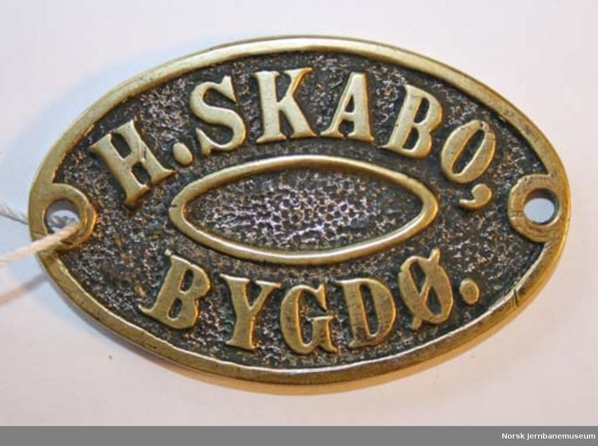 Fabrikkskilt fra Skabo jernbanevognfabrik : innvendig fra vogn