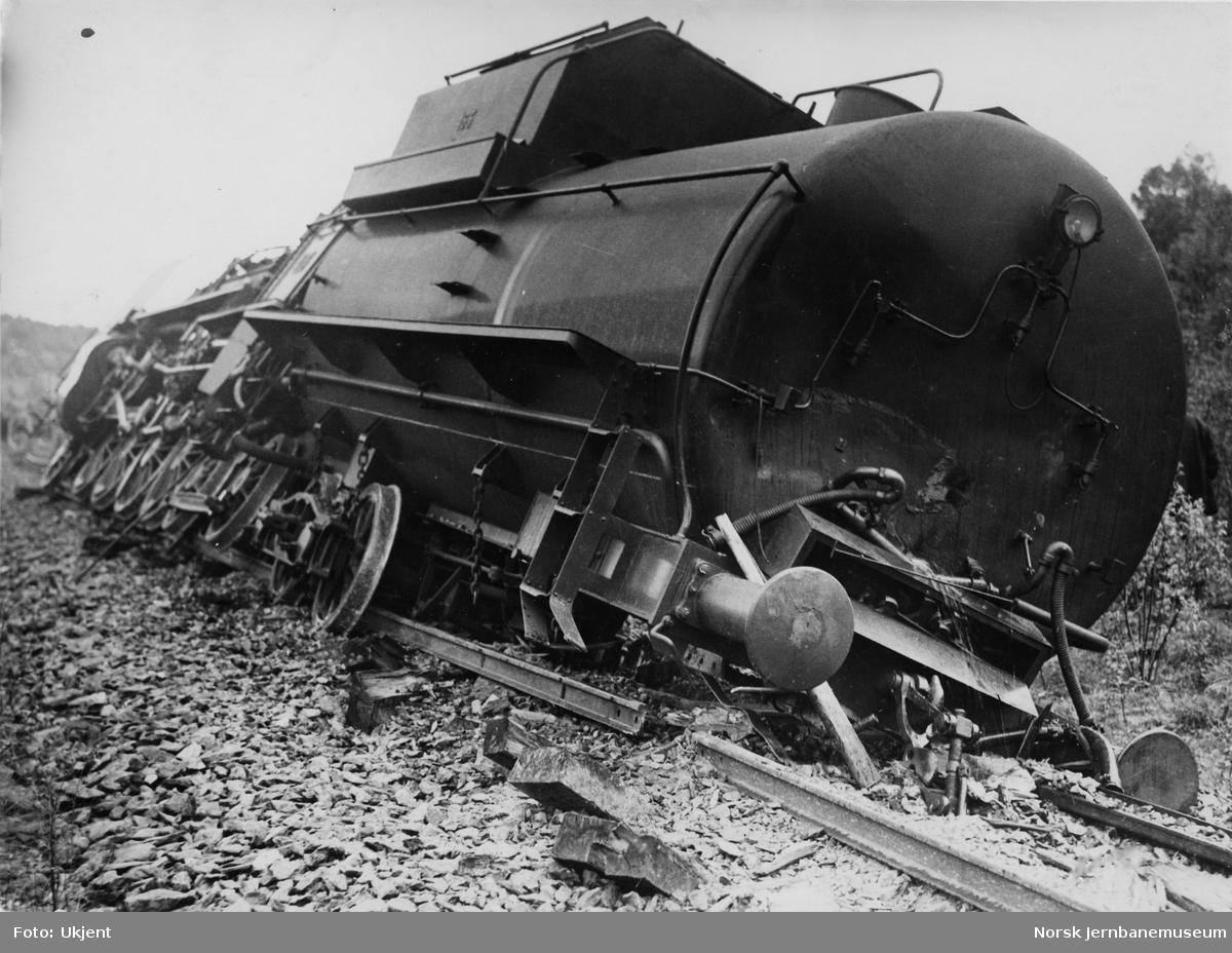 Avsporet damplokomotiv type 49b nr. 465