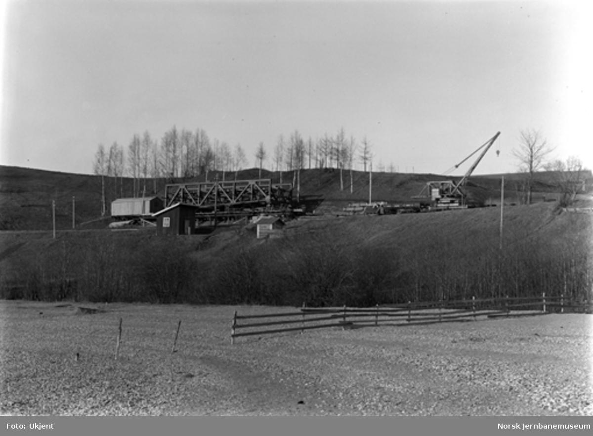 Ombygging Minnesund bru, ferdigmontert spenn for vegbane før utkjøring