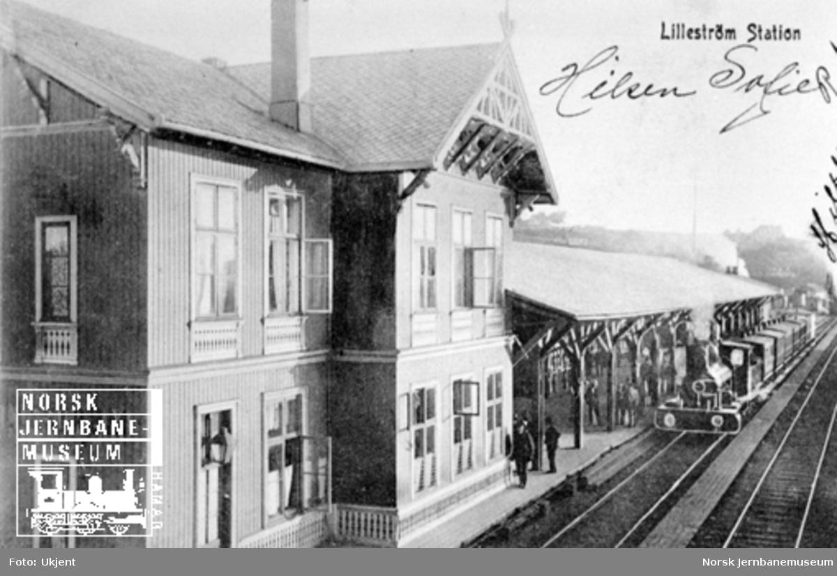 Lillestrøm stasjon med et persontog i spor 1