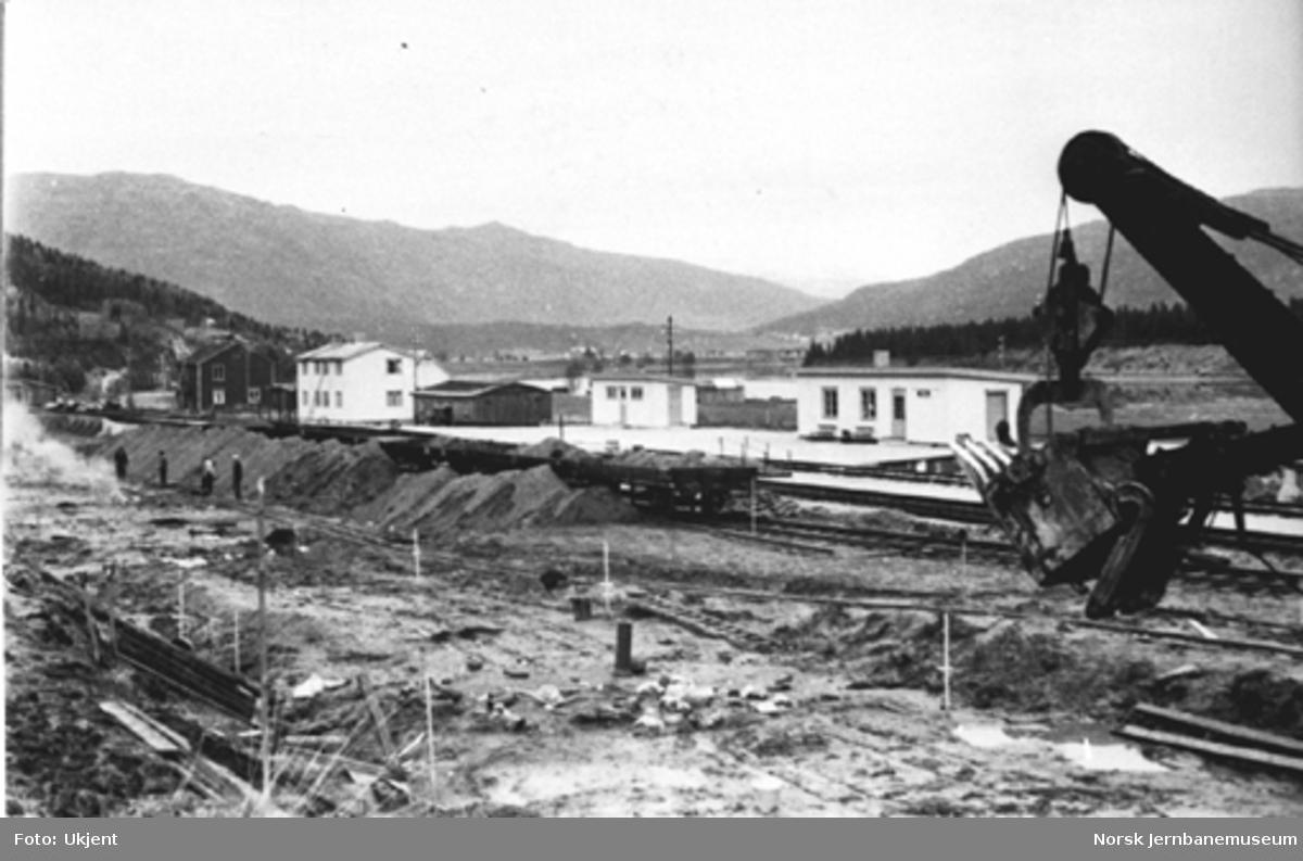 Utvidelse av Røsså stasjon; gravearbeid pågår