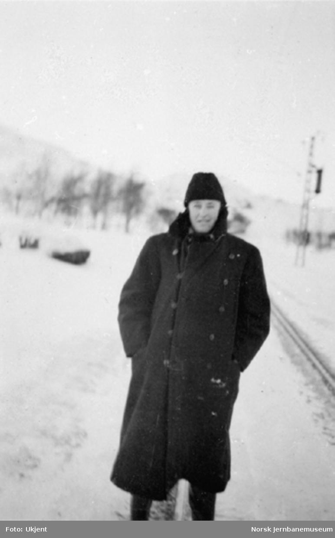 Ukjent mann i vinterfrakk