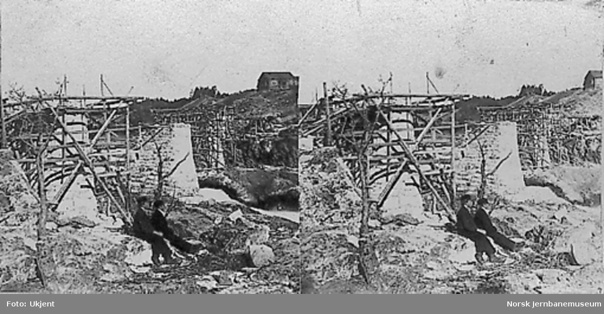 Bru over Drammenselva ved Døvikfoss; bygging av pillarer