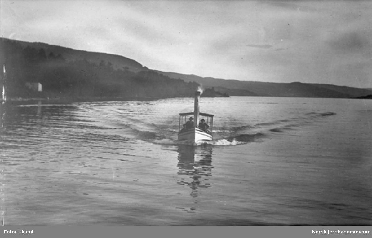 Liten dampbåt, trolig på Randsfjorden