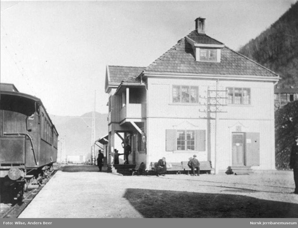 Mæl (Rollag) stasjon med personvogner