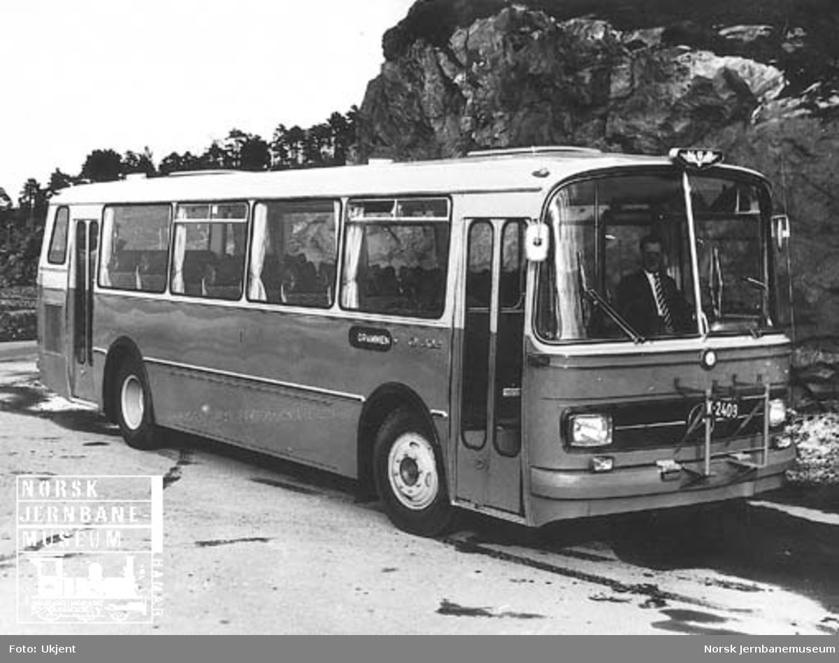 Ny, uregistrert Mercedes-buss til NSB Lågendalsruten