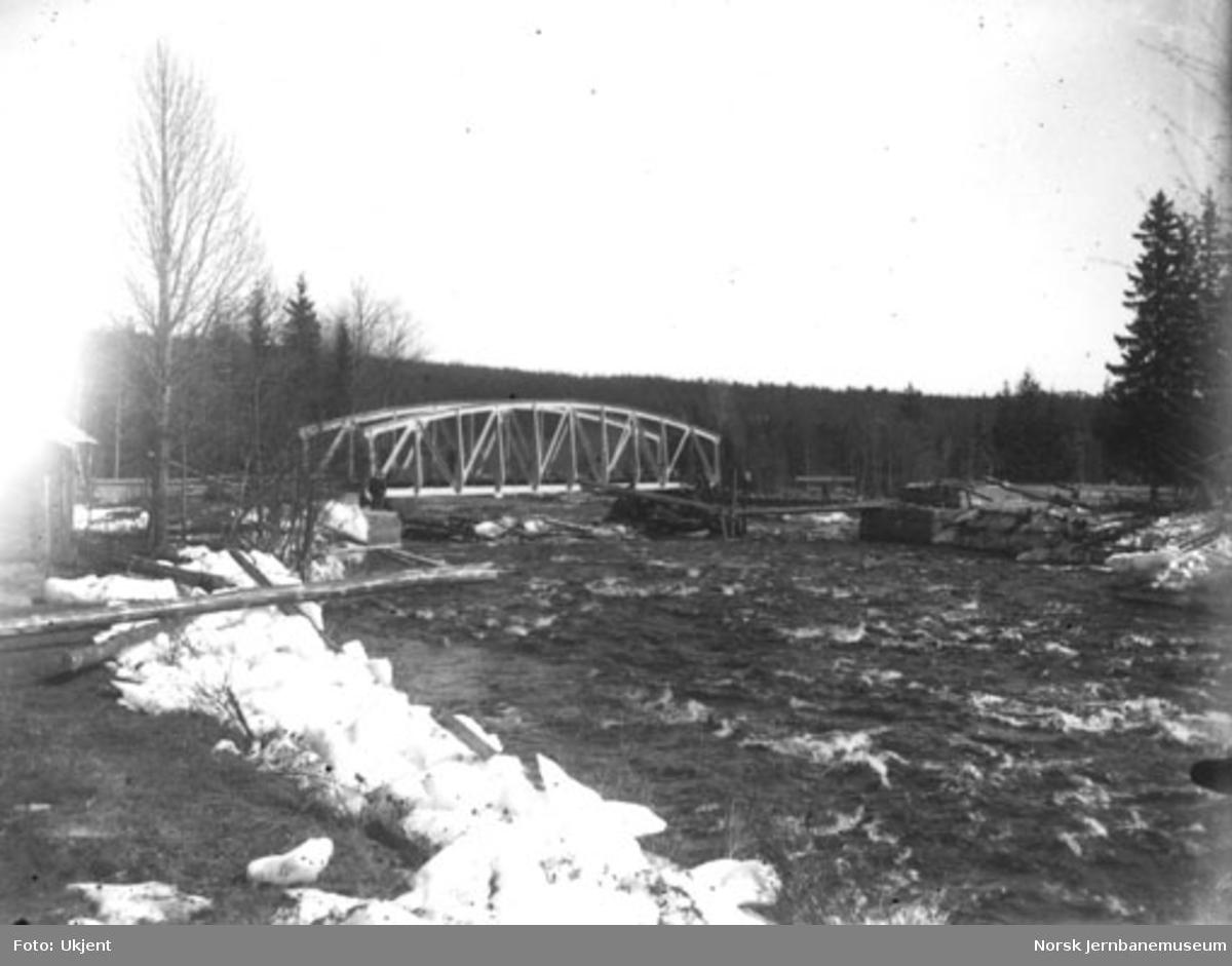 Hovda bru etter isgang 8. april - 1. mai 1928
