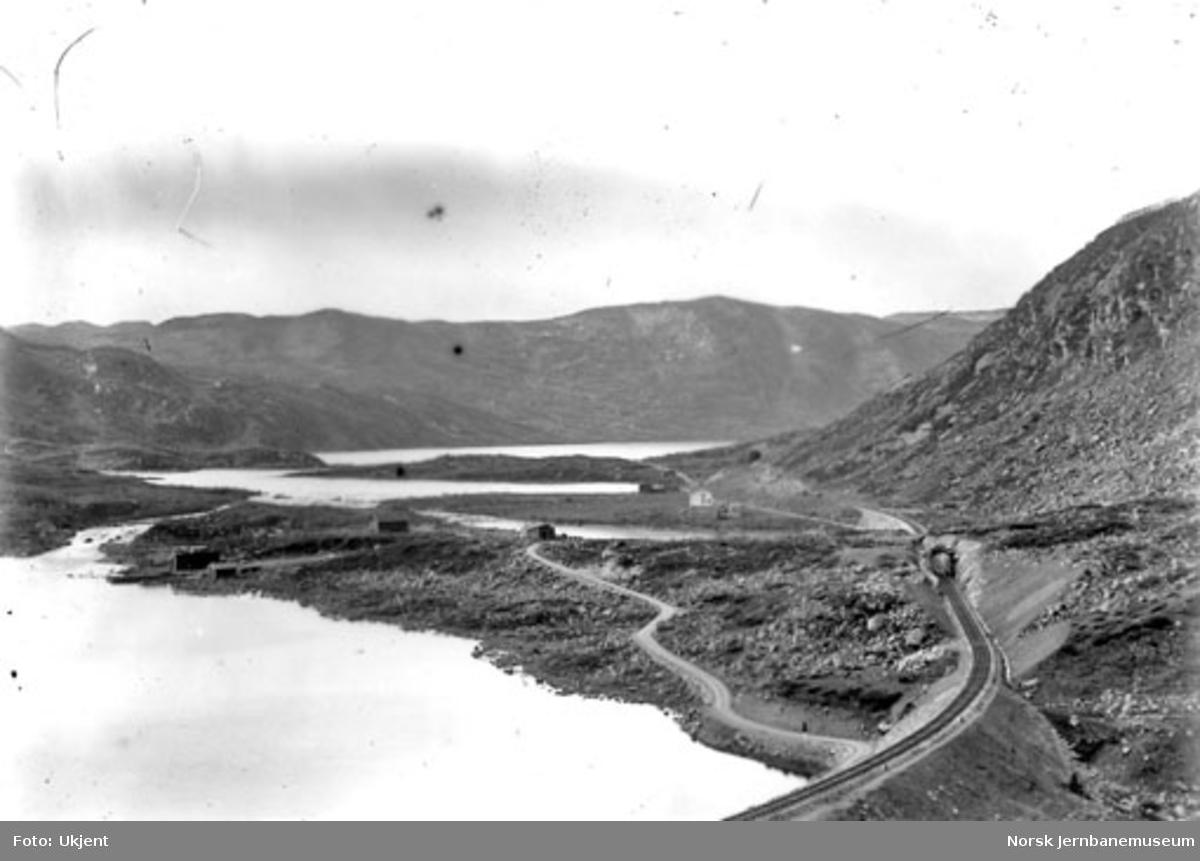 Parti fra Bergensbanen med anleggsveien og et par tunneler