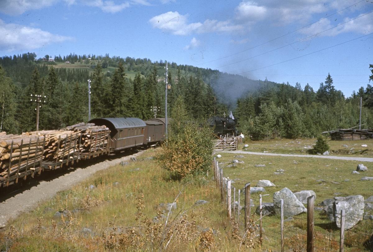 Godstog på Valdresbanen trukket av damplok 30b 347.