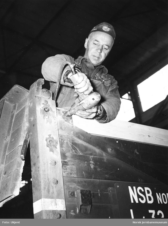 NSB Verkstedet Kvaleberg : reparasjon av godsvogn