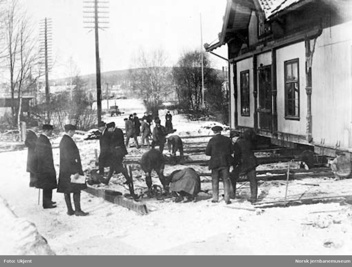 Drammenbanens omlegging : flytting av Skøyen gamle stasjonsbygning