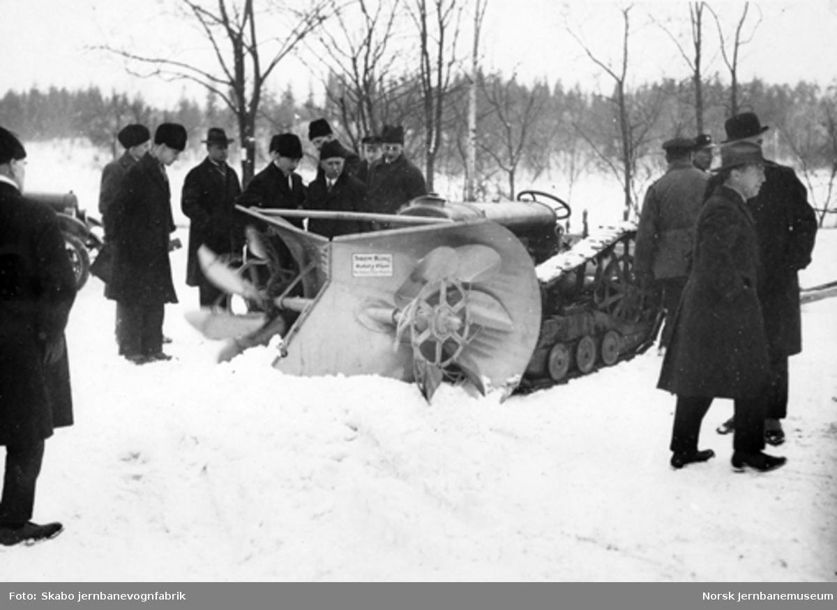 "Kombinert snøplog og snøfreser ""Snow King"", montert på beltetraktor, til Arendals dampskipsselskab"