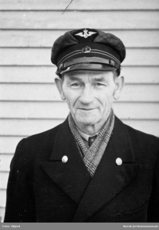 Personalbilder fra Mo i Rana stasjon : stasjonsformann Julius E. Tronstad