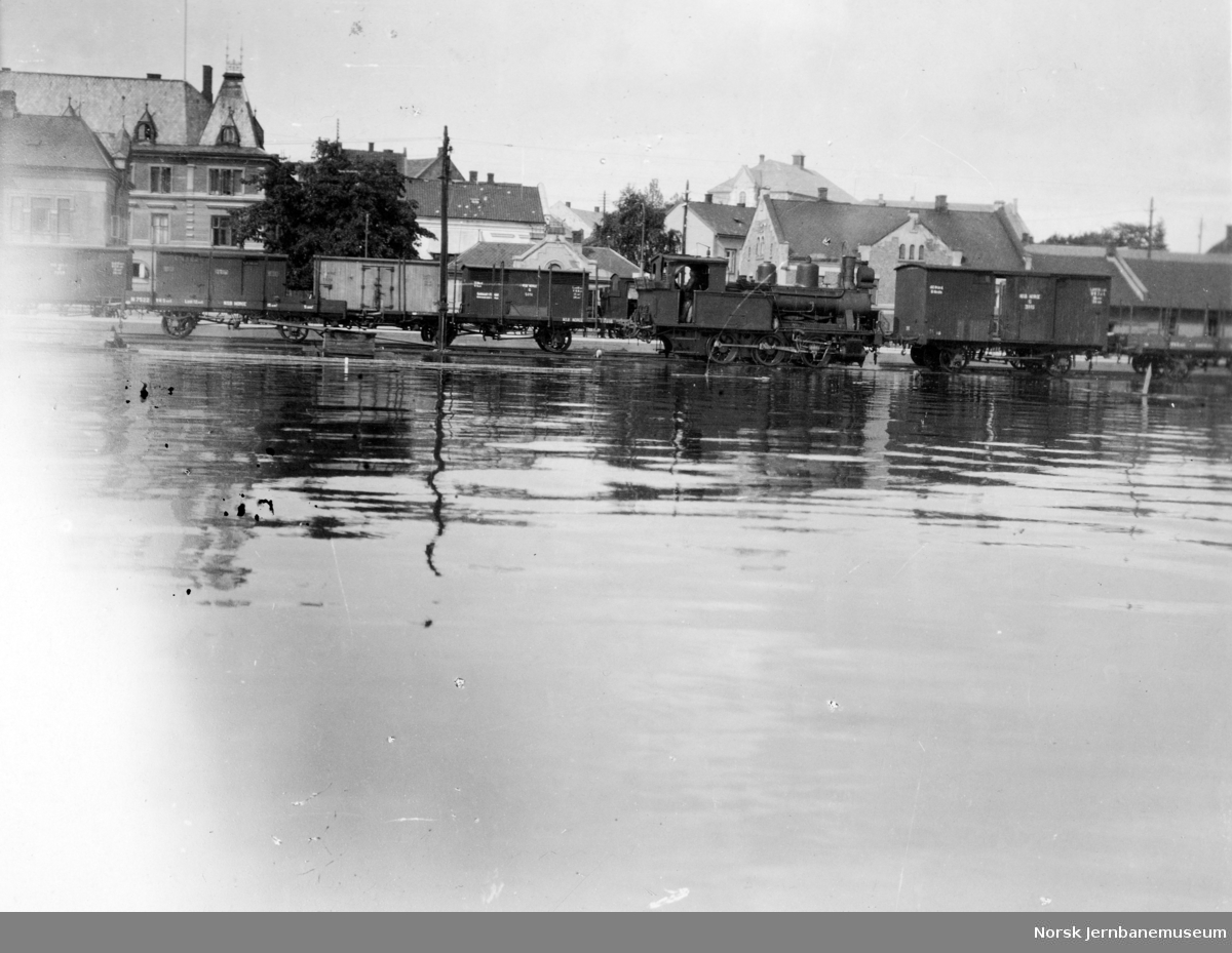 Flommen i 1927 : Hamar stasjon, skifting, vannstand 8,31 meter