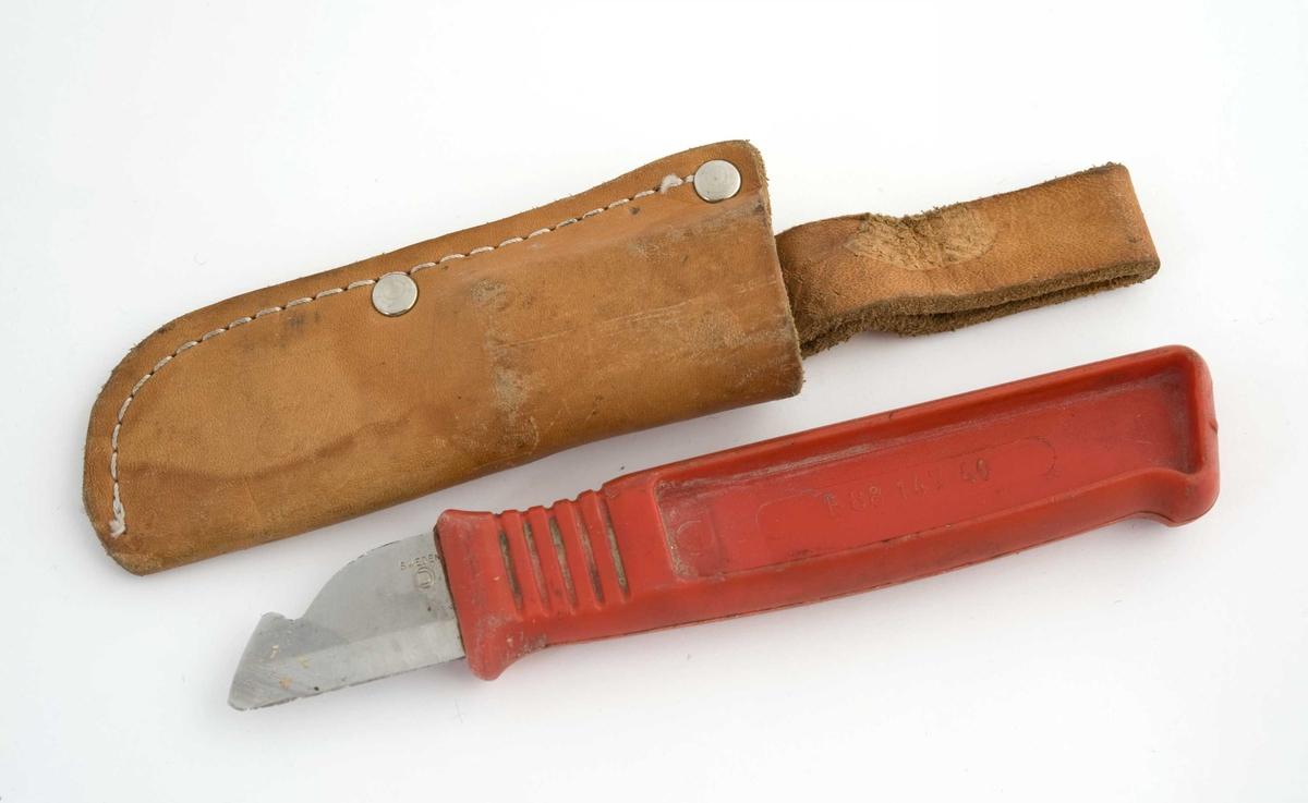 Avisoleringskniv med rødt plastskaft