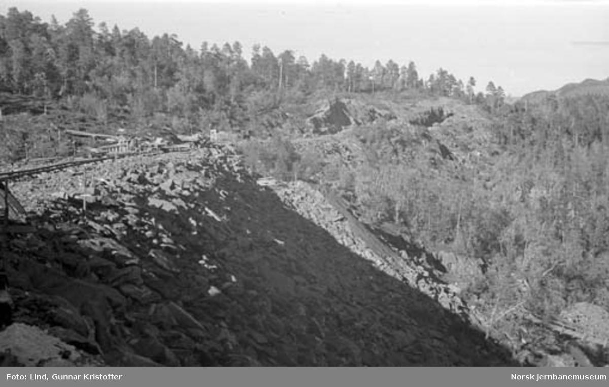 Nordlandsbaneanlegget : fylling mot Svarven tunnel