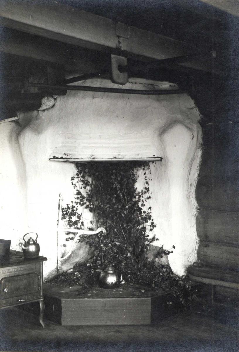 Peis i stuen, kvåle, høydalsmo, tokke, telemark. fotografert 1917 ...
