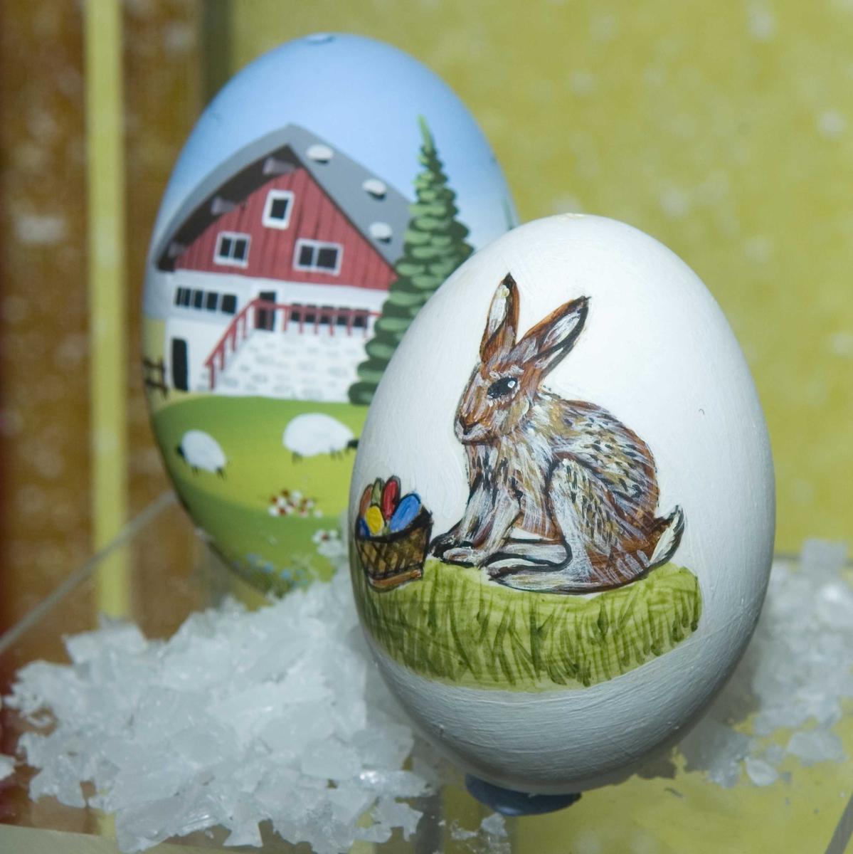 """Utstillingen """"Fantasi på egg"""" fra 23.03. til 9.04.2007."""