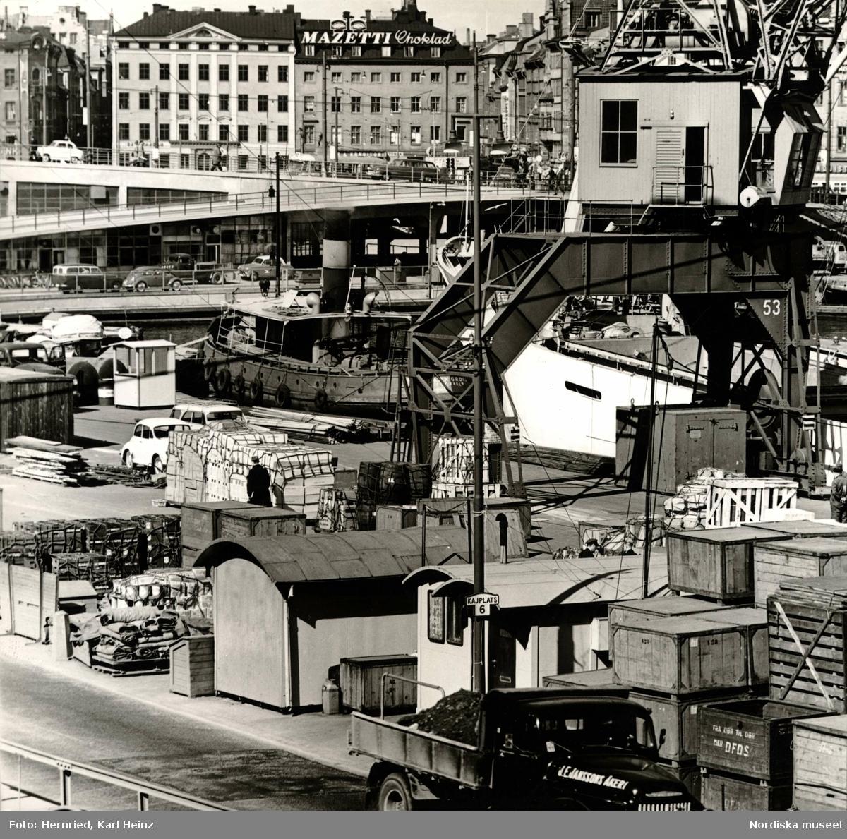 Vid Slussen, Stockholms hamn