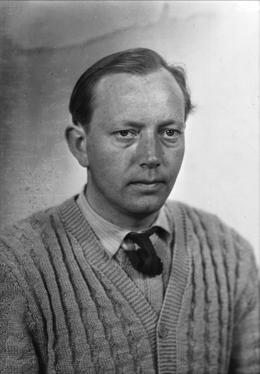 Ateljéporträtt - Åkesson, sannolikt Uppsala, 1950