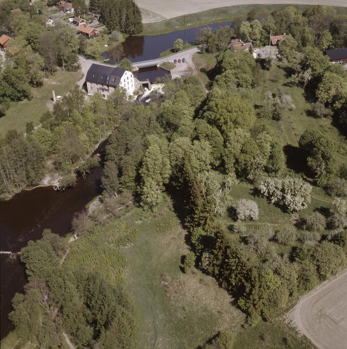 Vy över Ulva kvarn vid Fyrisån, Bälinge socken, Uppland, juni 1989