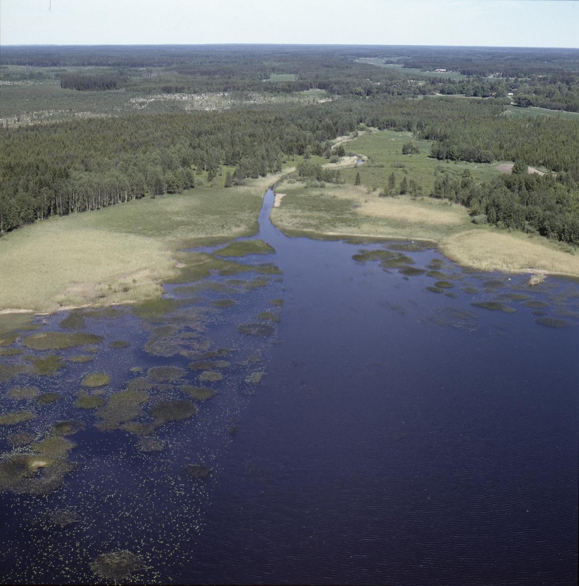 Vy över Strömarens norra del och Strömarån, Österlövsta socken, Uppland, juni 1989