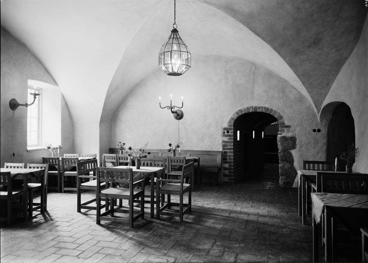 Restaurang Domtrappkällaren, S:t Eriks gränd, Uppsala. Interiör september 1939