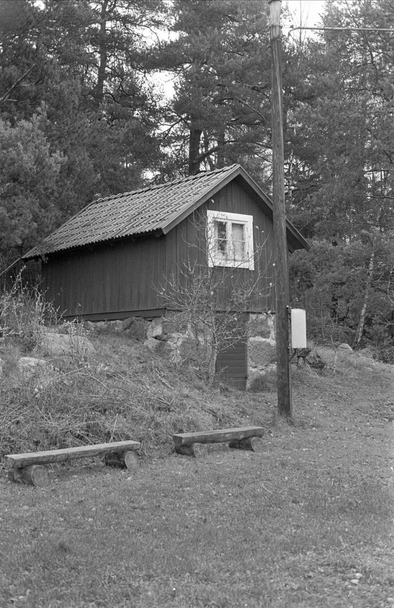 Källarbod, Fyristorpet, Dalby socken, Uppland 1984