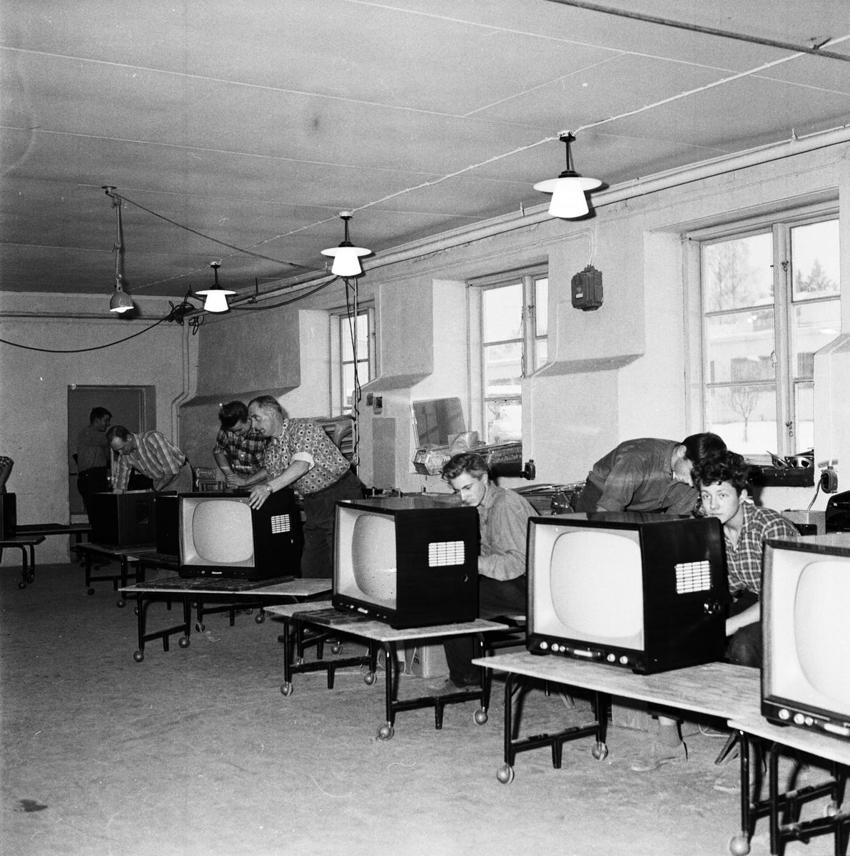 Inkoppling av apparatur i TV-lådorna, radio- och TV-fabriken i Tobo bruk