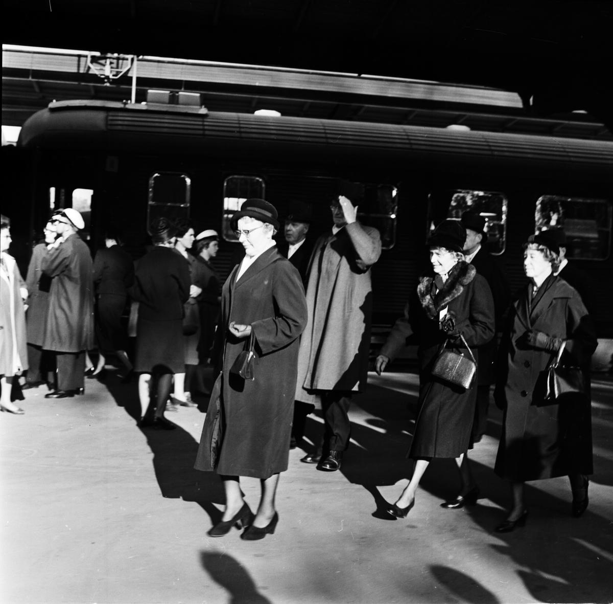 Dag Hammarskjölds begravning. Kringbilder. Uppsala centralstation, Uppsala september 1961