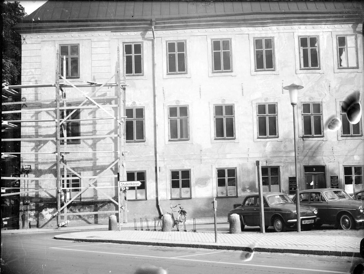 Byggnadsställningar på Oxenstiernska huset vid Riddartorget, kvarteret S:t Erik, Uppsala