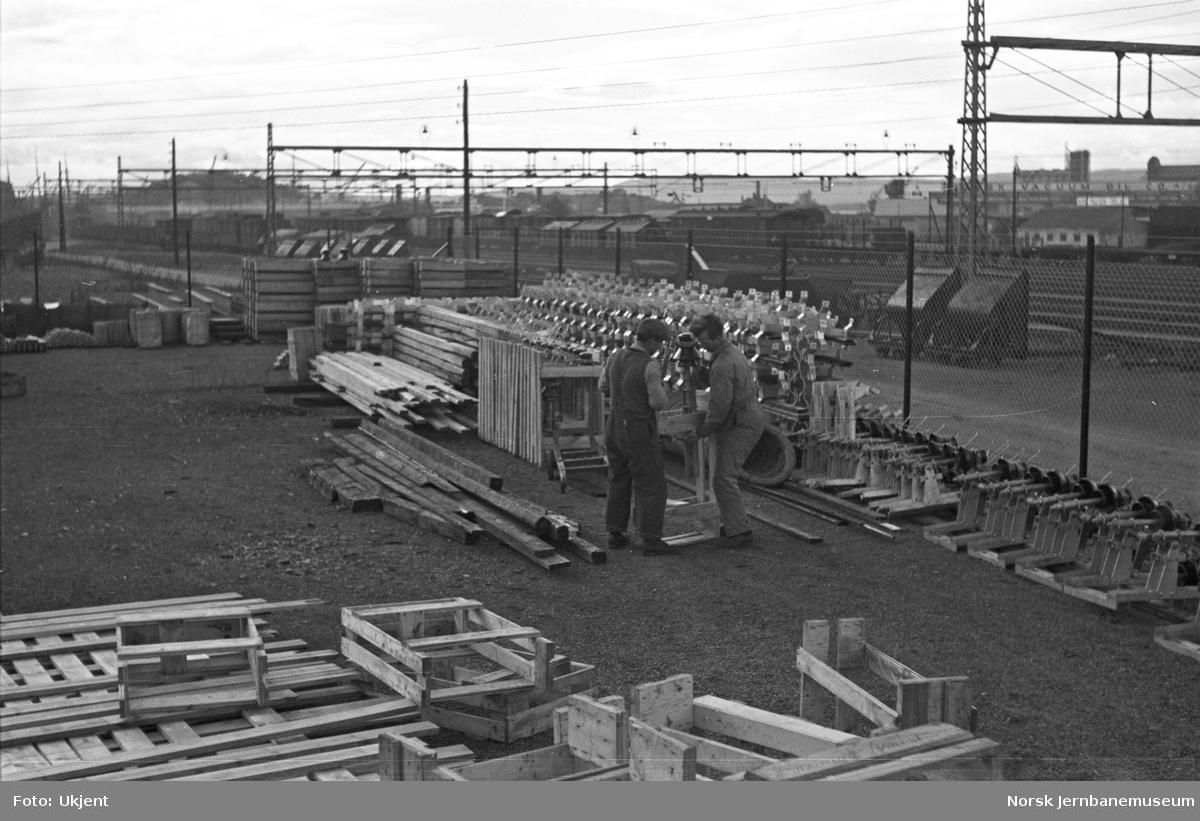 Elektrifiseringen av Østfoldbanen : anleggslager på Oslo Ø
