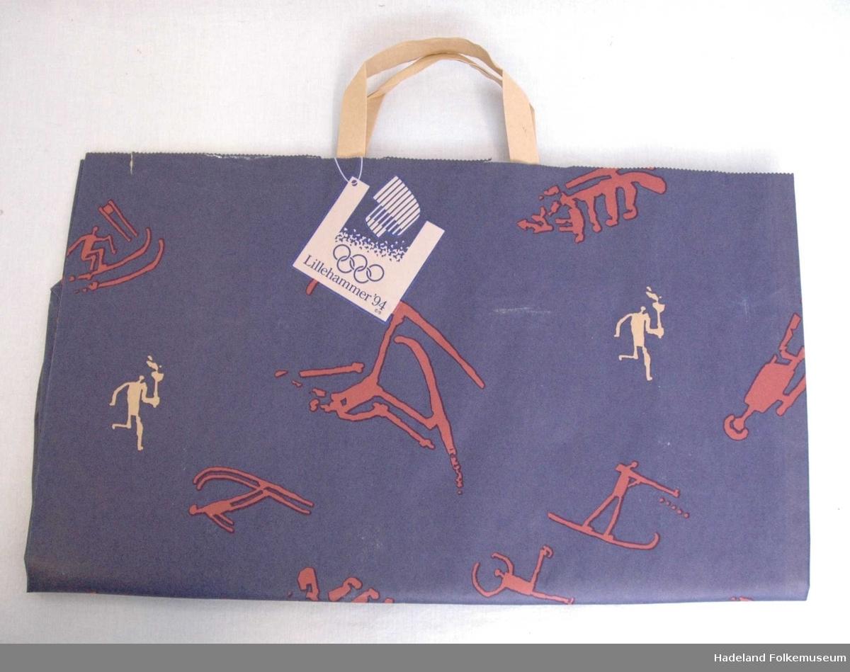 a) Papirflagg for fakkelstafetten b) OL-papirpose c)Emballasje til OL-brunost