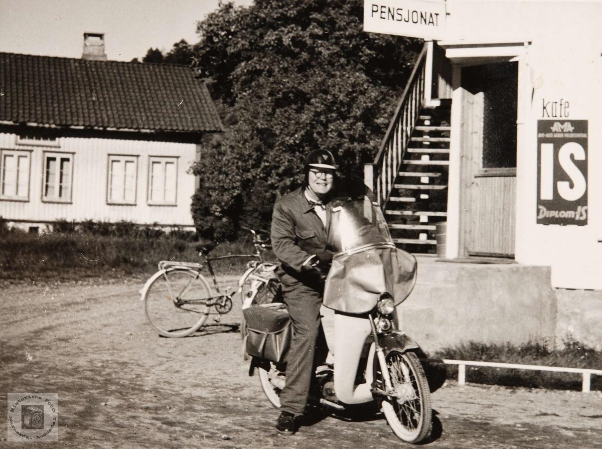 Mopedkjøreren i Konsmo.