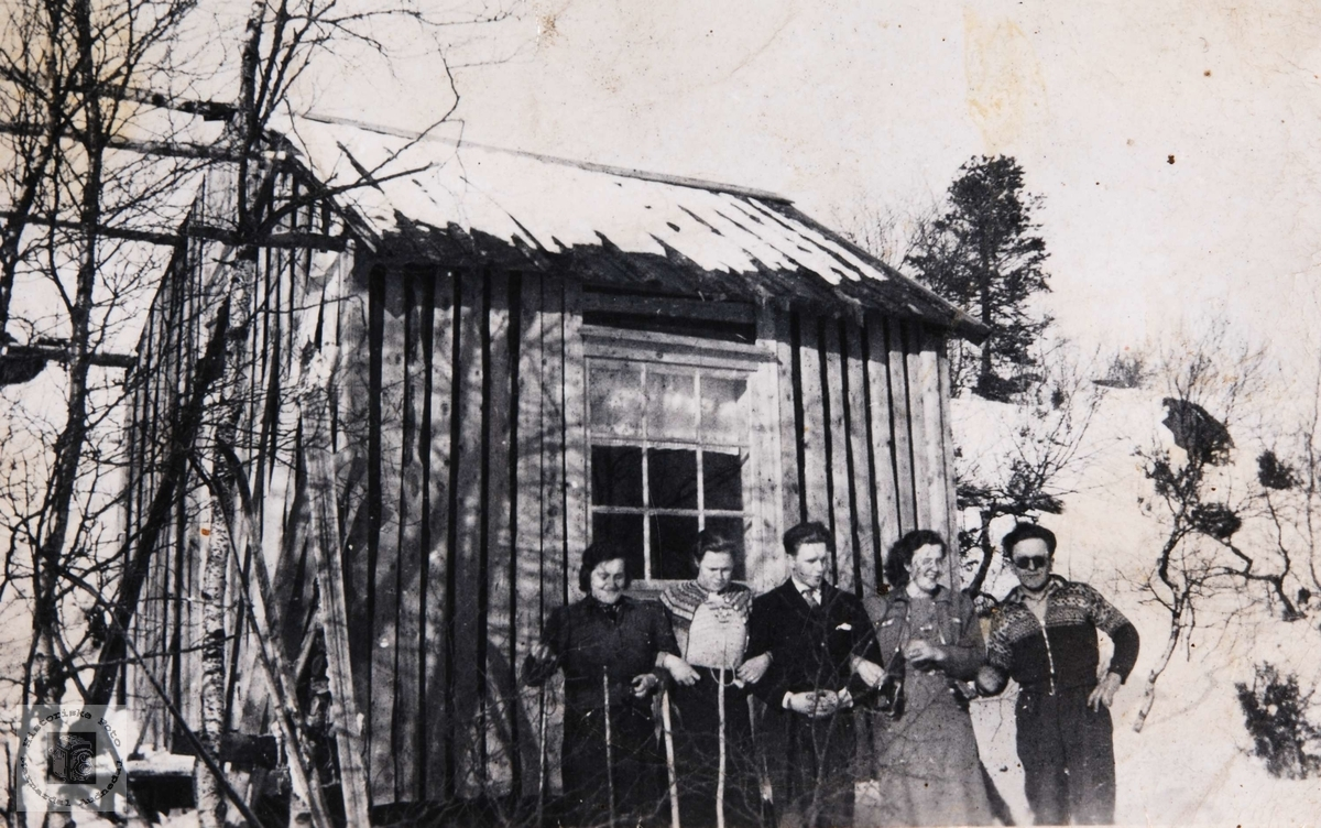 Ukjente Konsmoungdommer på skitur til ukjent hytte.