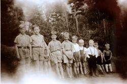 Sjuåring har selskap på Sveindal. Grindheim.