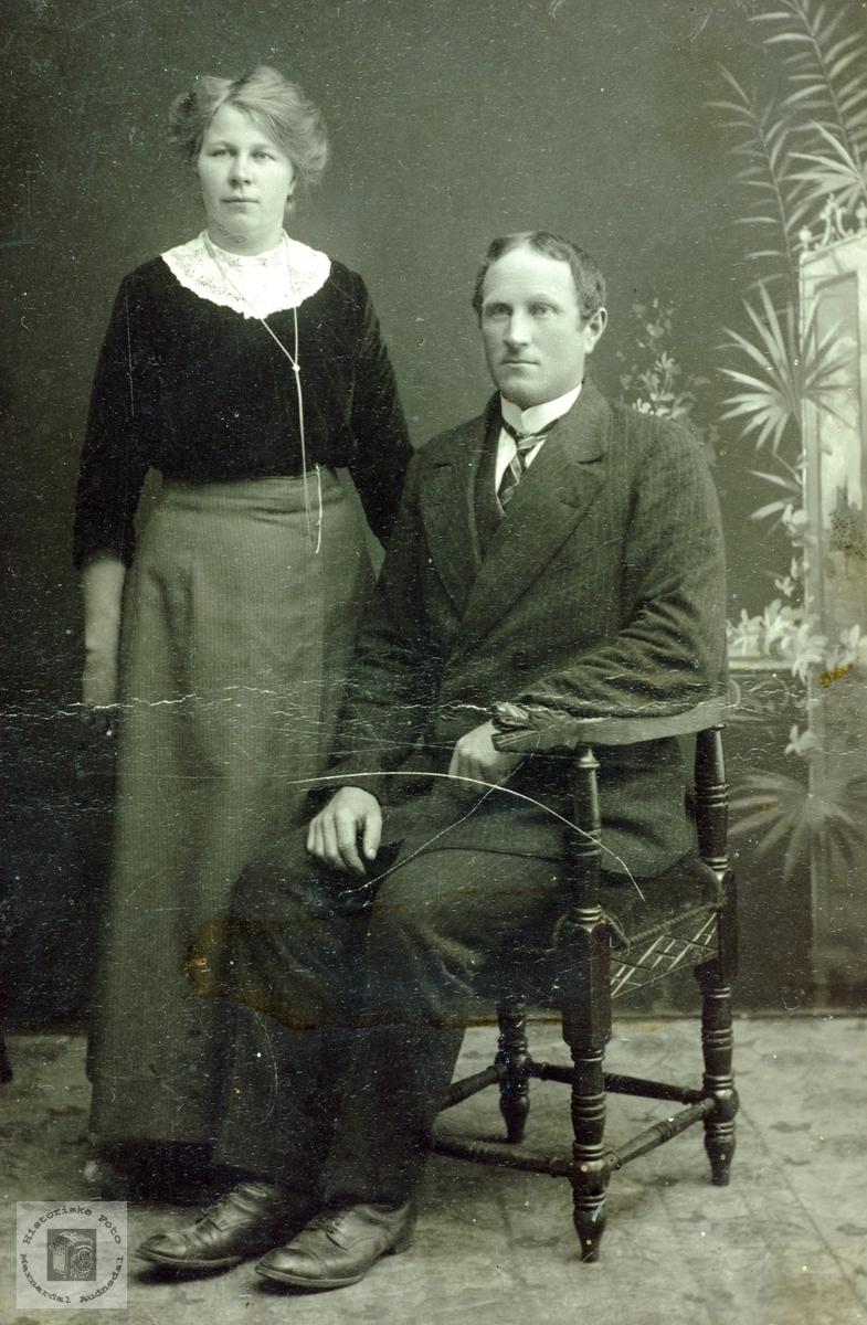 Forlovelsesbilde av Severine Gysland og Torkel Øydna. Hægebostad Grindheim Audnedal.