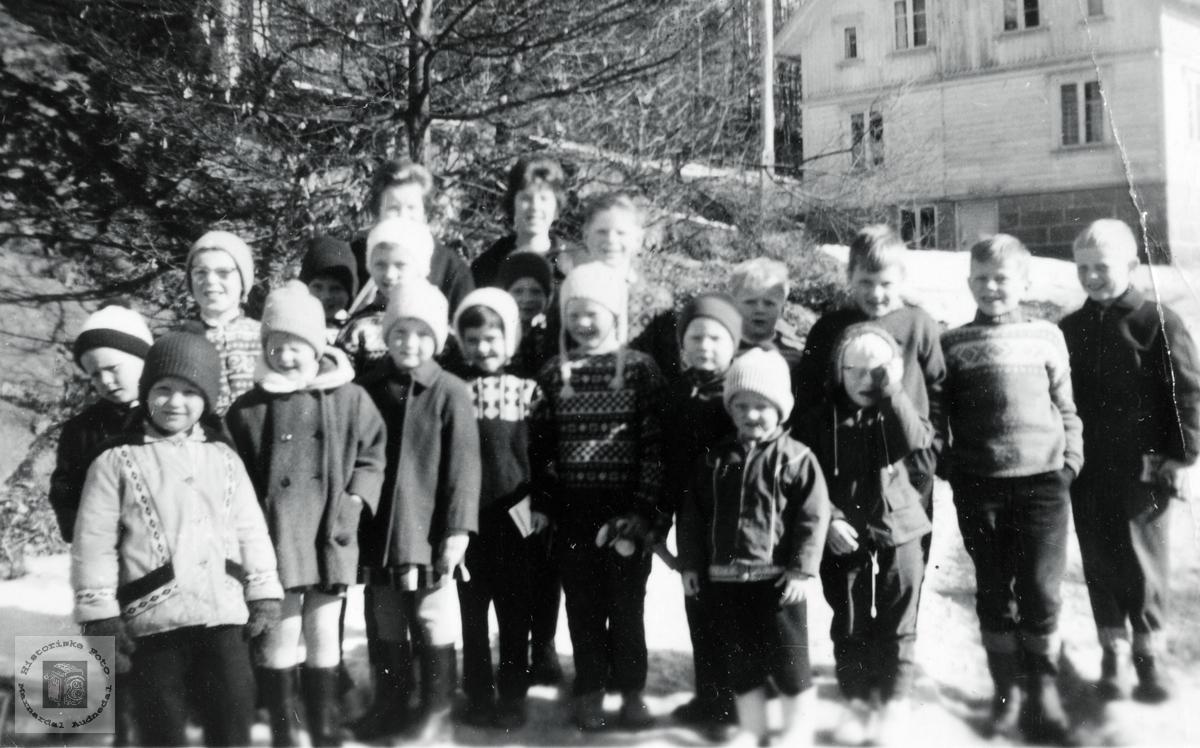 Søndagskolebarn på Øvre Øydna. Grindheim Audnedal.